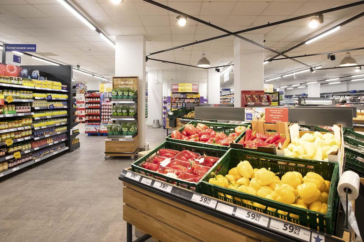 Nový sousedský obchod Tesco na Lukách