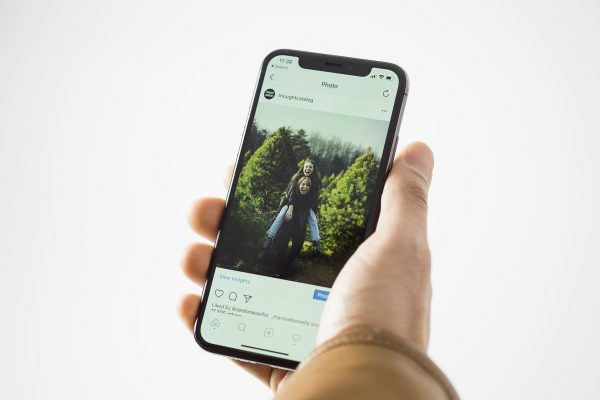 Instagram v boji s šikanou nasazuje technologii, která detekuje urážlivé příspěvky