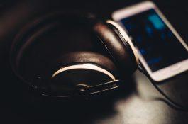 Facebook přidá jako Instagram hudbu do Stories, k Lip Sync Live přidá texty
