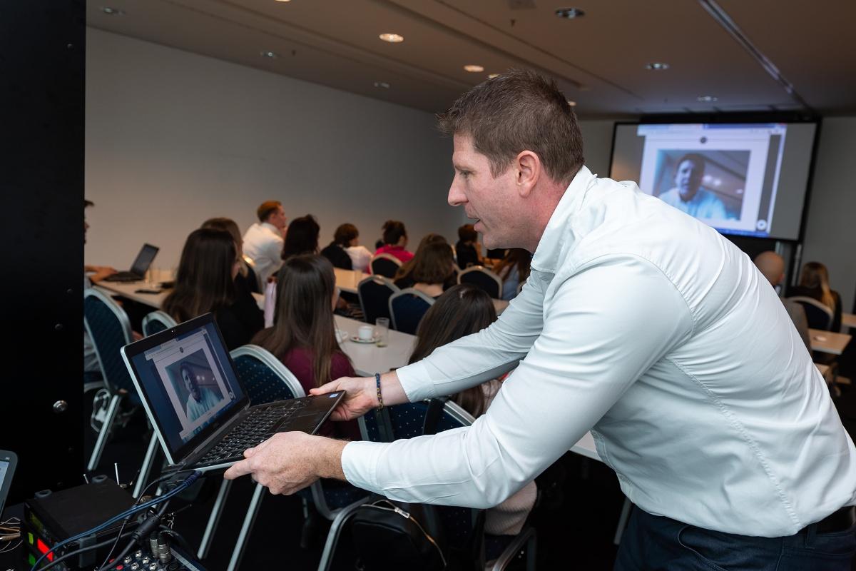 Vít Endler představil virtuální zkušební kabinky Virtooal