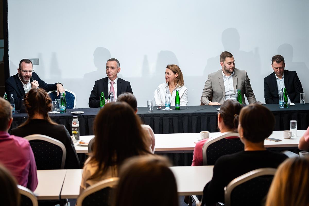 Debata šéfů tří největších outletů v Česku