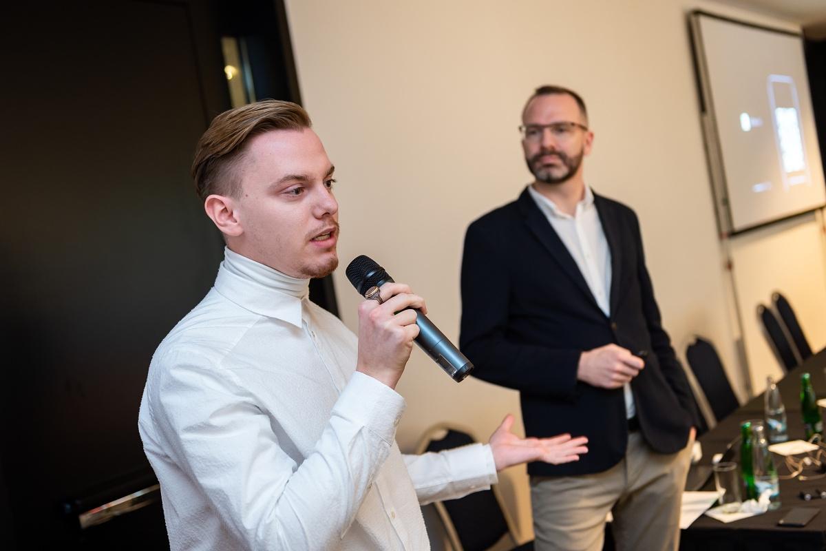 Pavel Vašek přišel s beacony a aplikací Pařížská Live