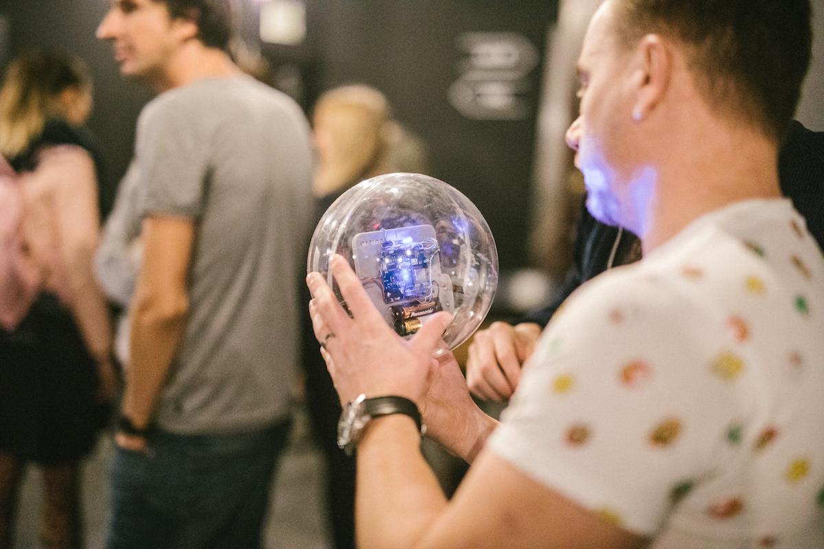 Koule jako demonstrace internetu věcí