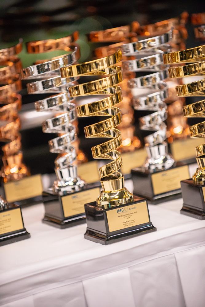 Vítězům IMC Awards se dostane výrazných trofejí