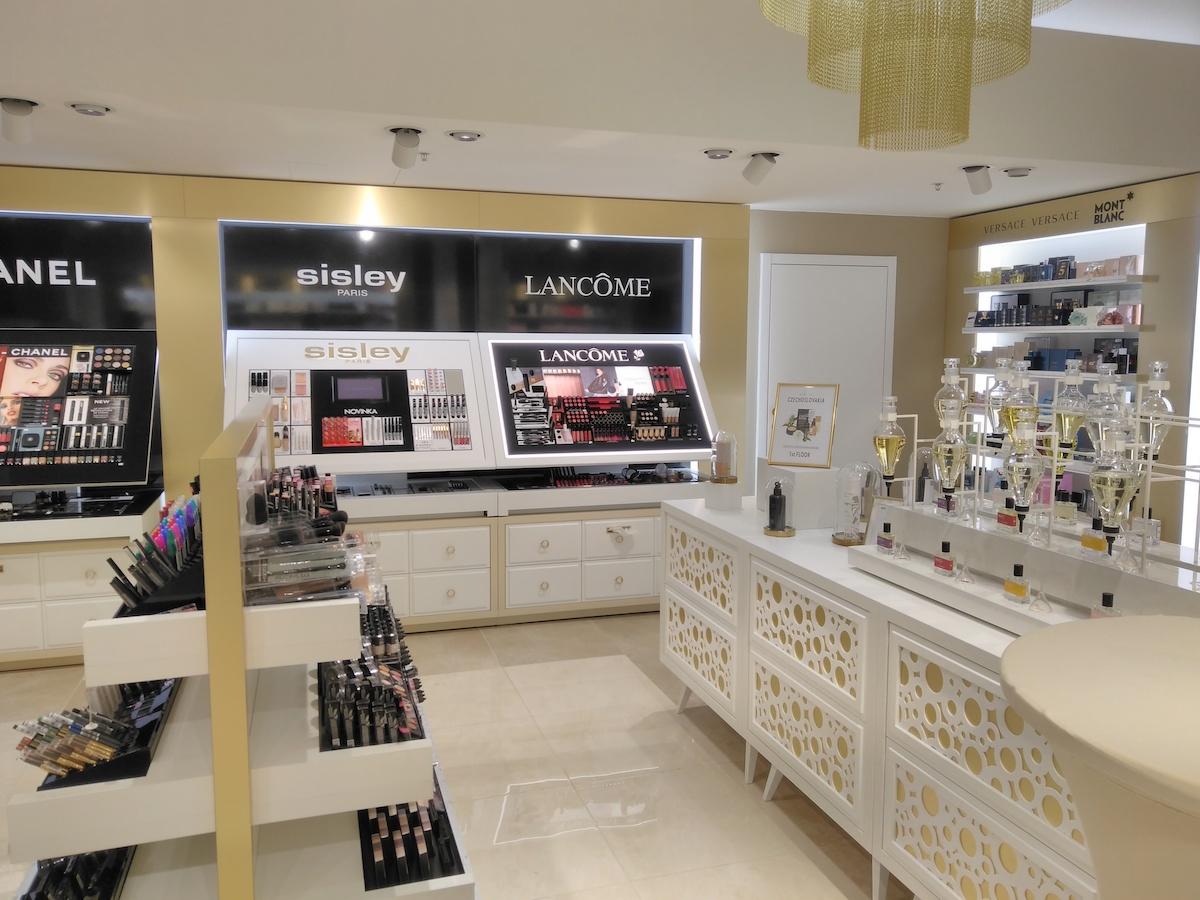 Dvoupatrová parfumerie a concept store nabízí premiéru 16 světových značek s přesahem do ekologie či charity