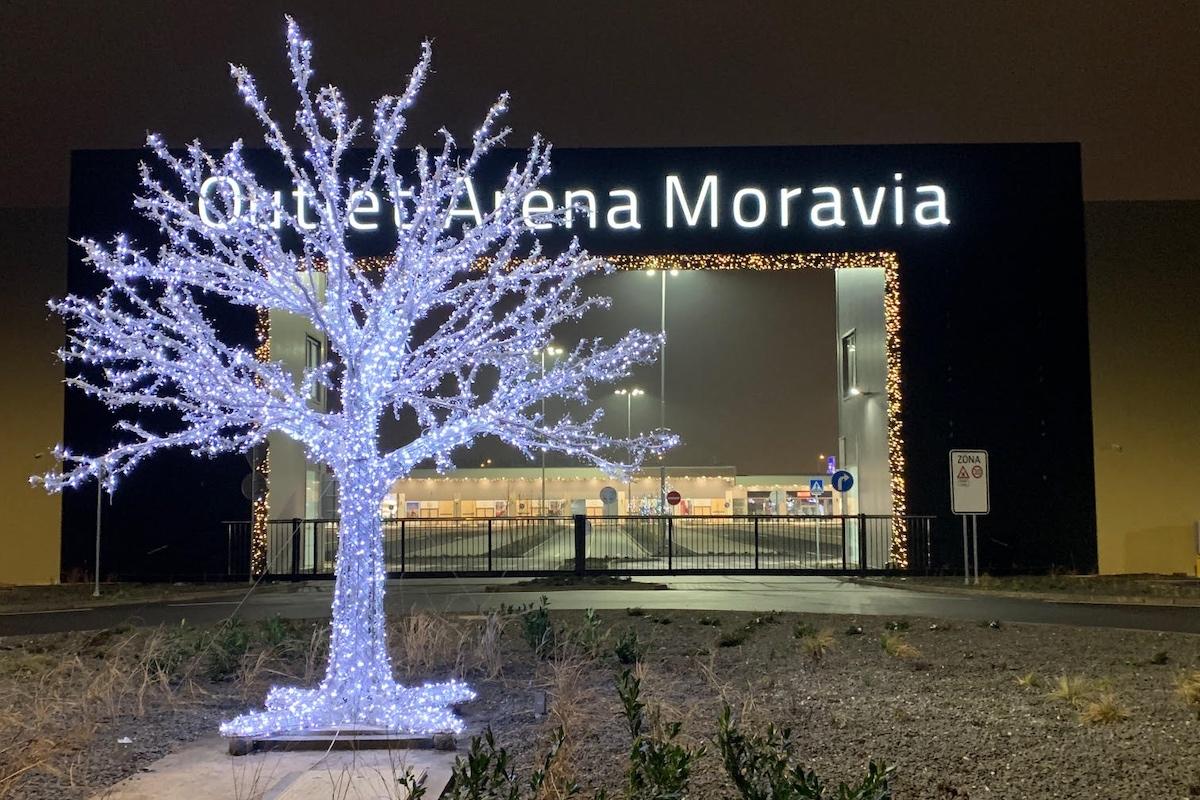 Vstupní brána Outletu Arena Moravia