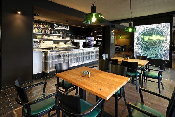 Pilsner Urquell představuje konceptovou hospodu Plzeňka, s pivem z tanků