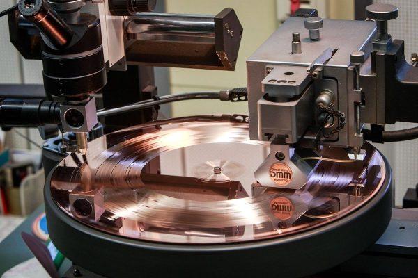 Výrobce vinylů GZ Media ovládl Baštářův PBtisk
