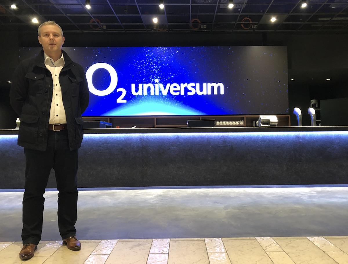 Ředitel O2 Areny Robert Schaffer představuje logo O2 Universum