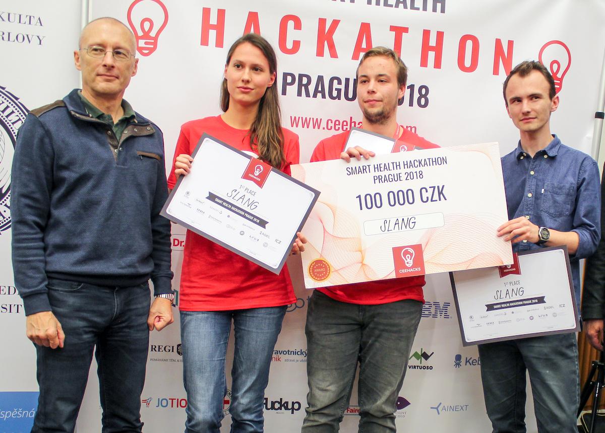 Vítězný tým Slang děkan 1. lékařské fakulty UK Aleksi Šedo