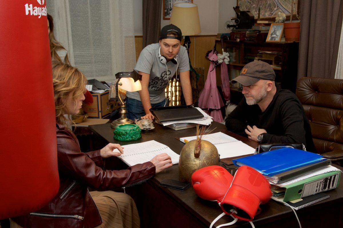 Z natáčení seriálu Za oponou