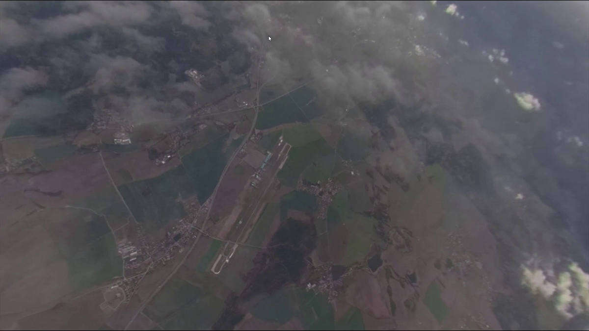 Simulaci skoku z letadla představuje reálné 360stupňové video krajiny