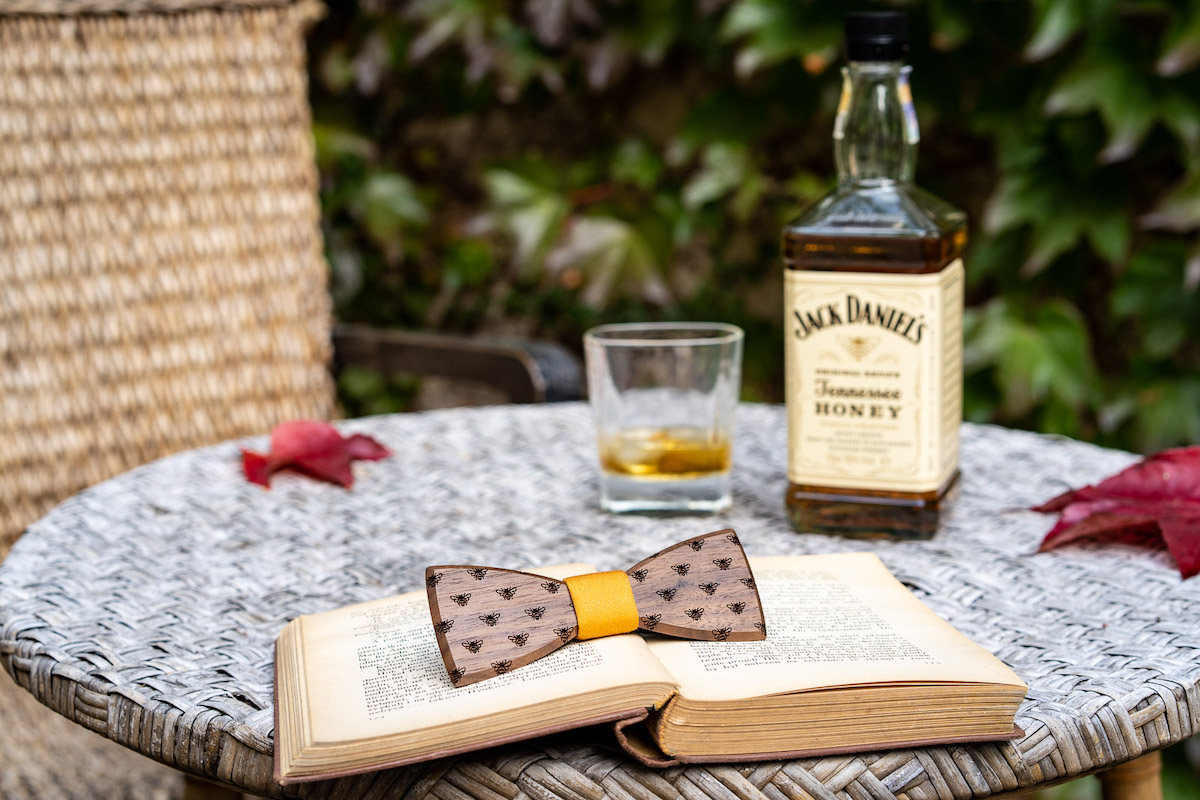 Jack Daniel's Honey a motýlek BeWooden od Ctirada Sáry