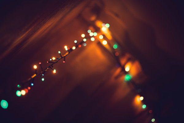 Nejvíc slev měl v listopadu vánoční světelný řetěz, dohnal Coca-Colu