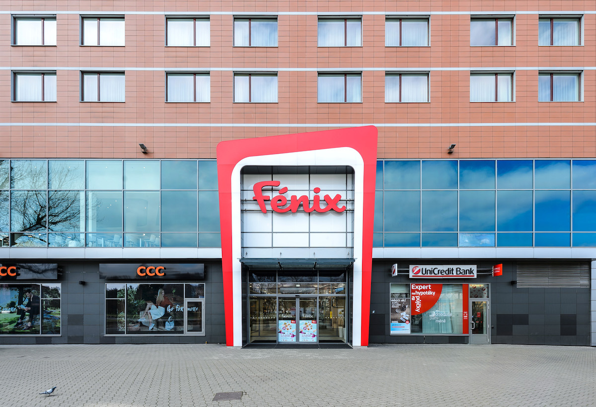 Nový vchod do Obchodního centra Fénix