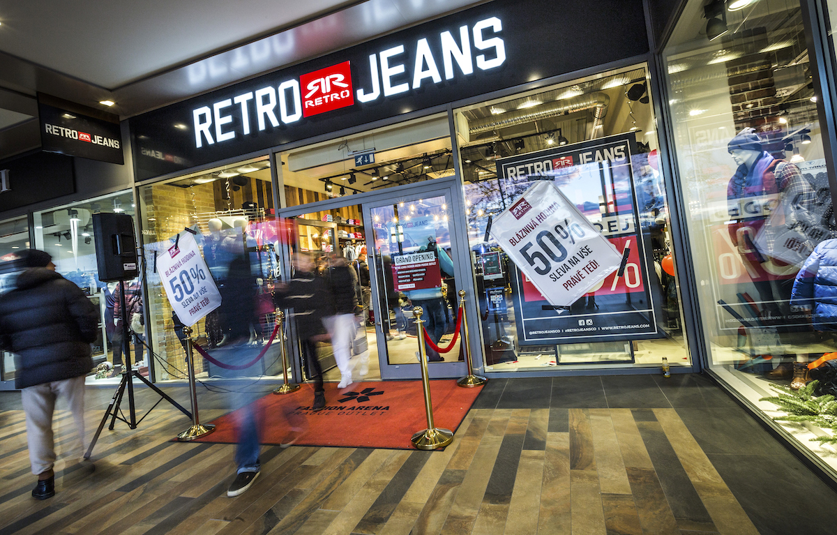 Retro Jeans v pražském outletu Fashion Arena