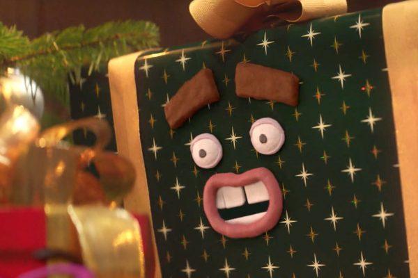 Papírovou kartičkou proti materialismu Vánoc