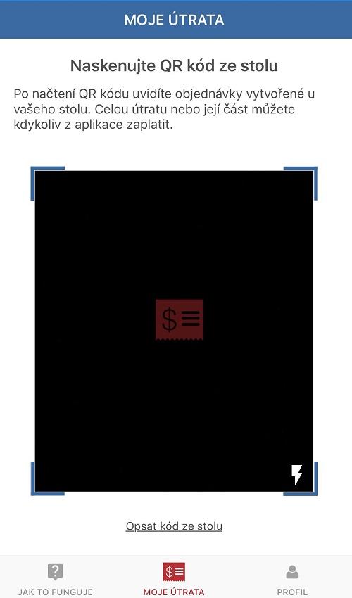 K načtení útraty si zákazníci musí naskenovat QR kód stolu, u kterého sedí