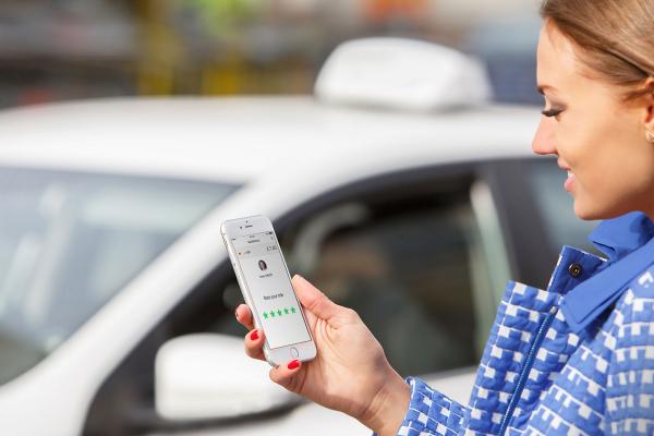 Taxify už přijímá jen licencované řidiče. Nezdražili jsme, ujišťuje