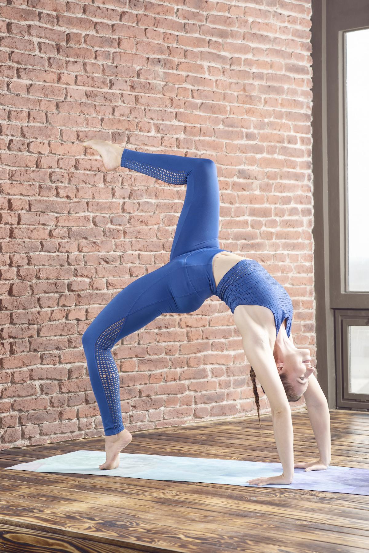Karin Dimitrovová předcvičuje jógu