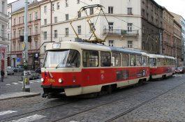 Mapy Googlu s daty Prahy zobrazují zpoždění MHD i výluky vlaků