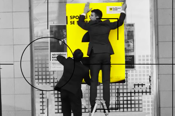 Raiffeisenbank přidává do spotů detektivní akci