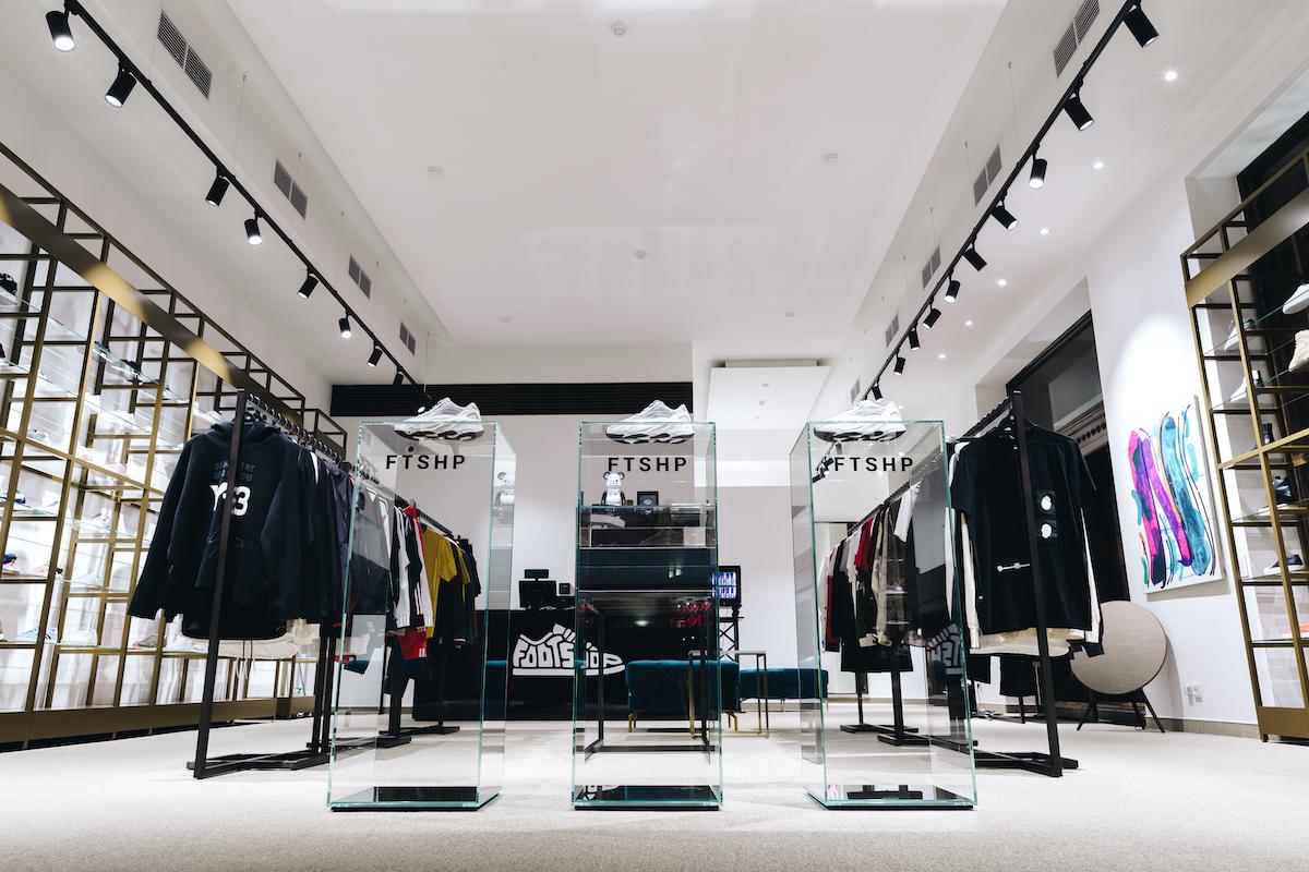Interiér nové prodejny Footshopu v budově bývalé Živnobanky