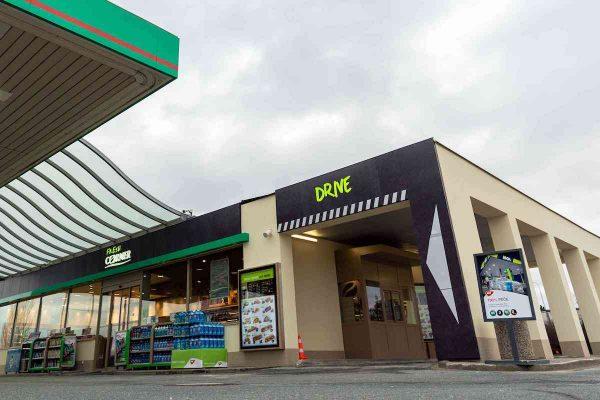 MOL přivádí do Prahy prodej z okénka Fresh Corner Drive