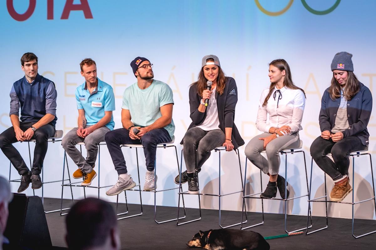 Sportovci David Svoboda, Roman Koudelka, Martin Fuksa, Barbora Hermannová, Barbora Seemanová a Eva Samková na tiskové konferenci Toyoty