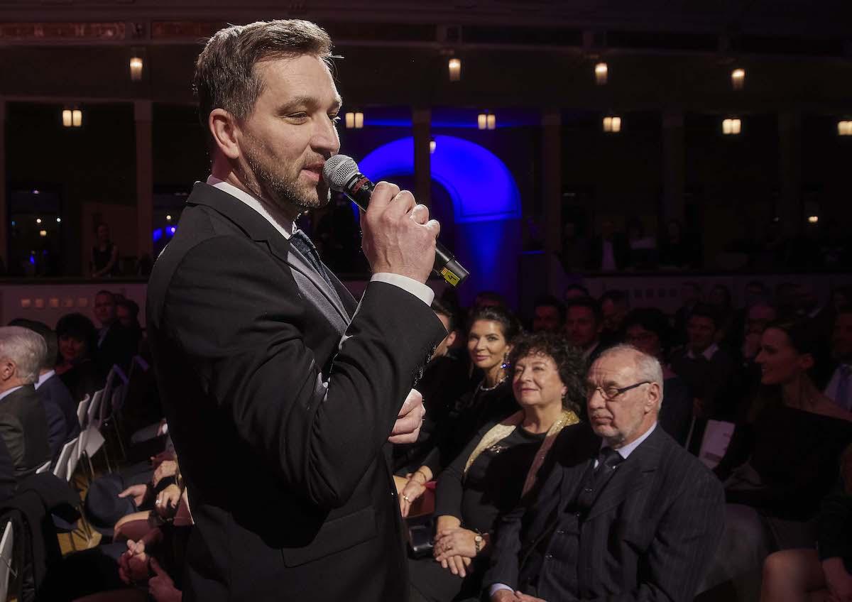 Show moderoval Ondřej Sokol