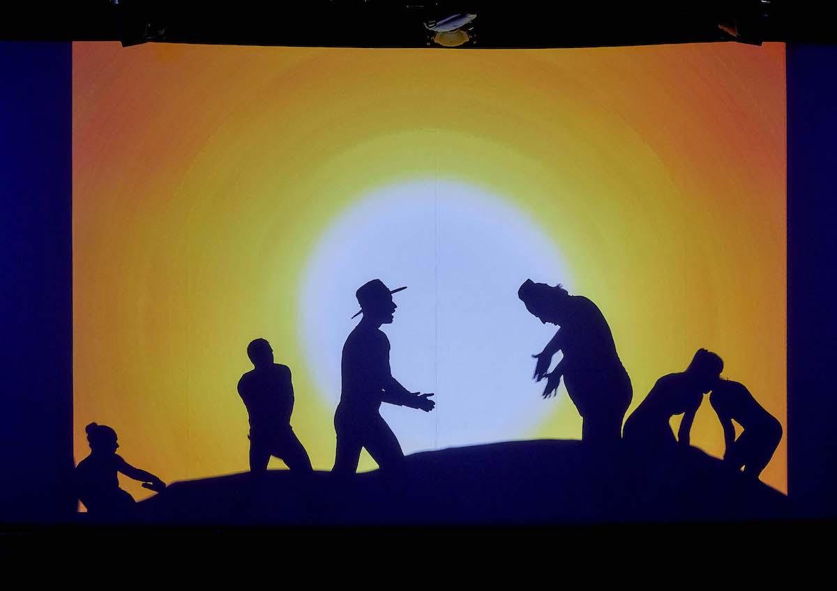 Stínové divadlo předvádí význačné filmy