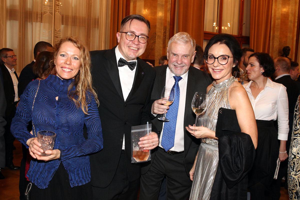 Roman Šmucler s partnerkou, Vlastislav Bříza, Libuše Šmuclerová
