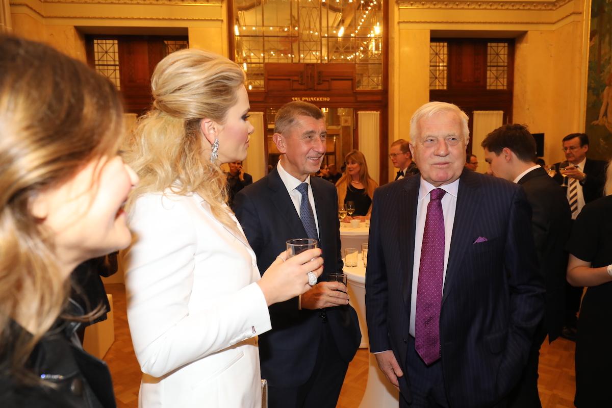 Andrej Babiš s chotí Monikou a exprezident Václav Klaus
