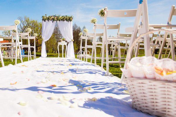 Amden se začal věnovat i pořádání svateb