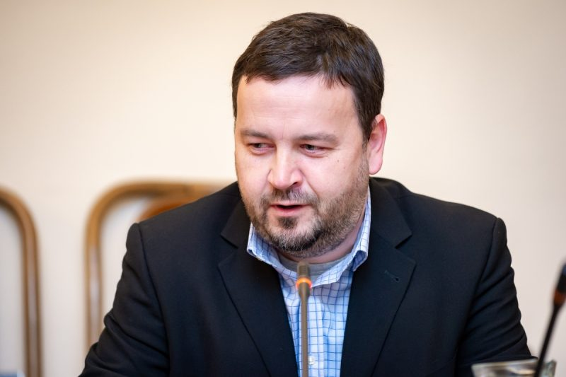 Radní Kňourek zase na Radiožurnálu postrádá SPD
