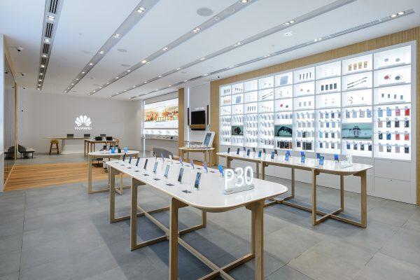 Čínský Huawei na pražském Chodově otvírá Experience Store