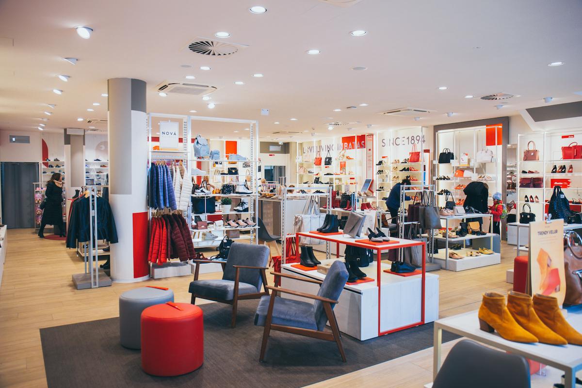 Interiér nového obchodu značky Baťa na Andělu