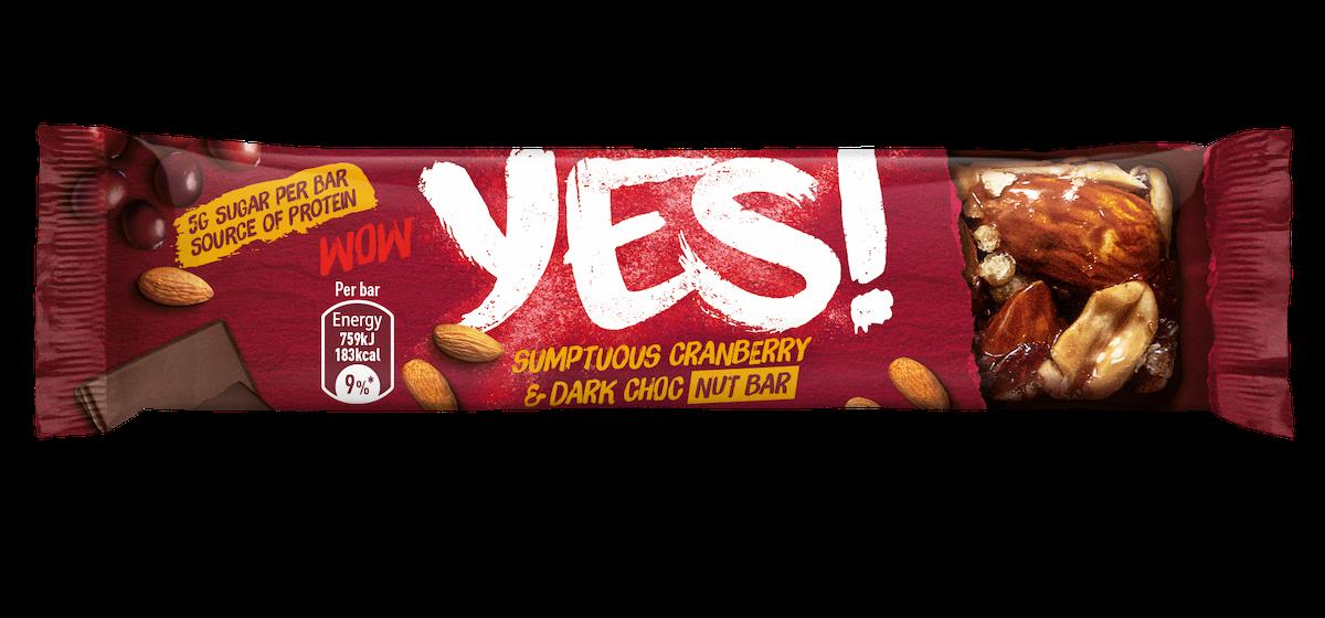 Ořechová tyčinka Yes! s hořkou čokoládou a brusinkami
