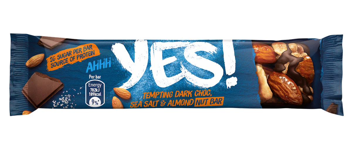 Ořechová tyčinka Yes! s mandlemi, hořkou čokoládou a solí