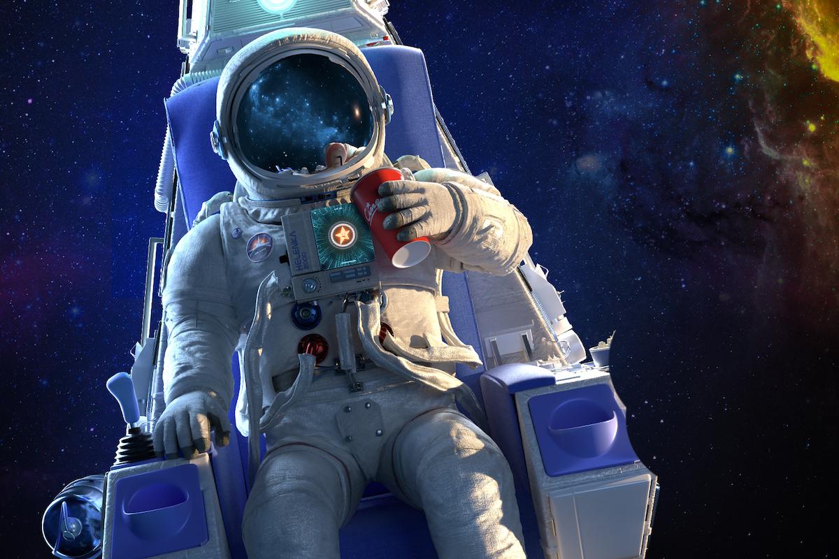 V hledí kosmonautovy helmy se zračí to, na co se zrovna dívá