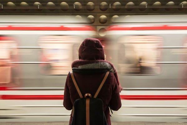 Metroji cestujícím ukáže, zda stíhají metro a jak rychle musí jít