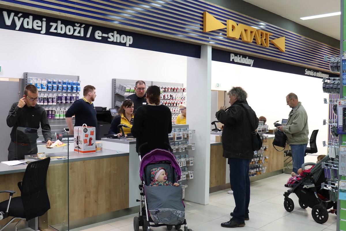 Datart v Brně slouží i jako výdejna zboží z e-shopu