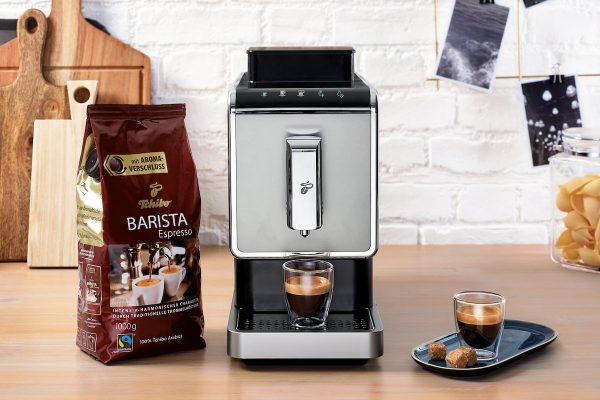 Tchibo uvádí na trh Esperto Caffé, svůj první kávovar na zrnkovou kávu