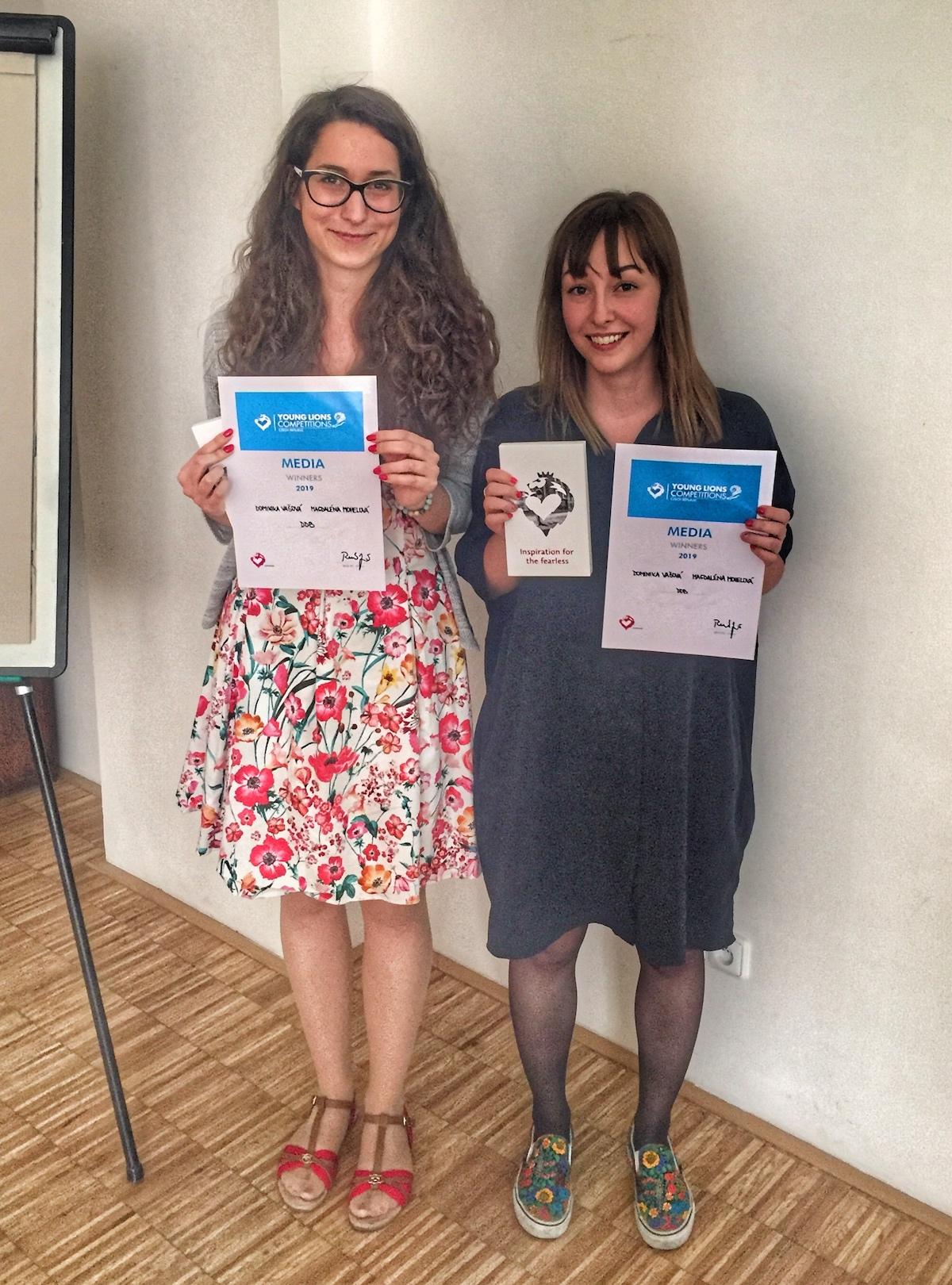 Vítězky Dominika Vašová a Magdaléna Mohelová z DDB
