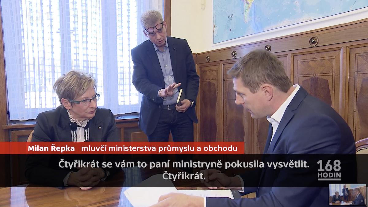 Marta Nováková a její mluvčí Milan Řepka v rozhovoru pro Českou televizi