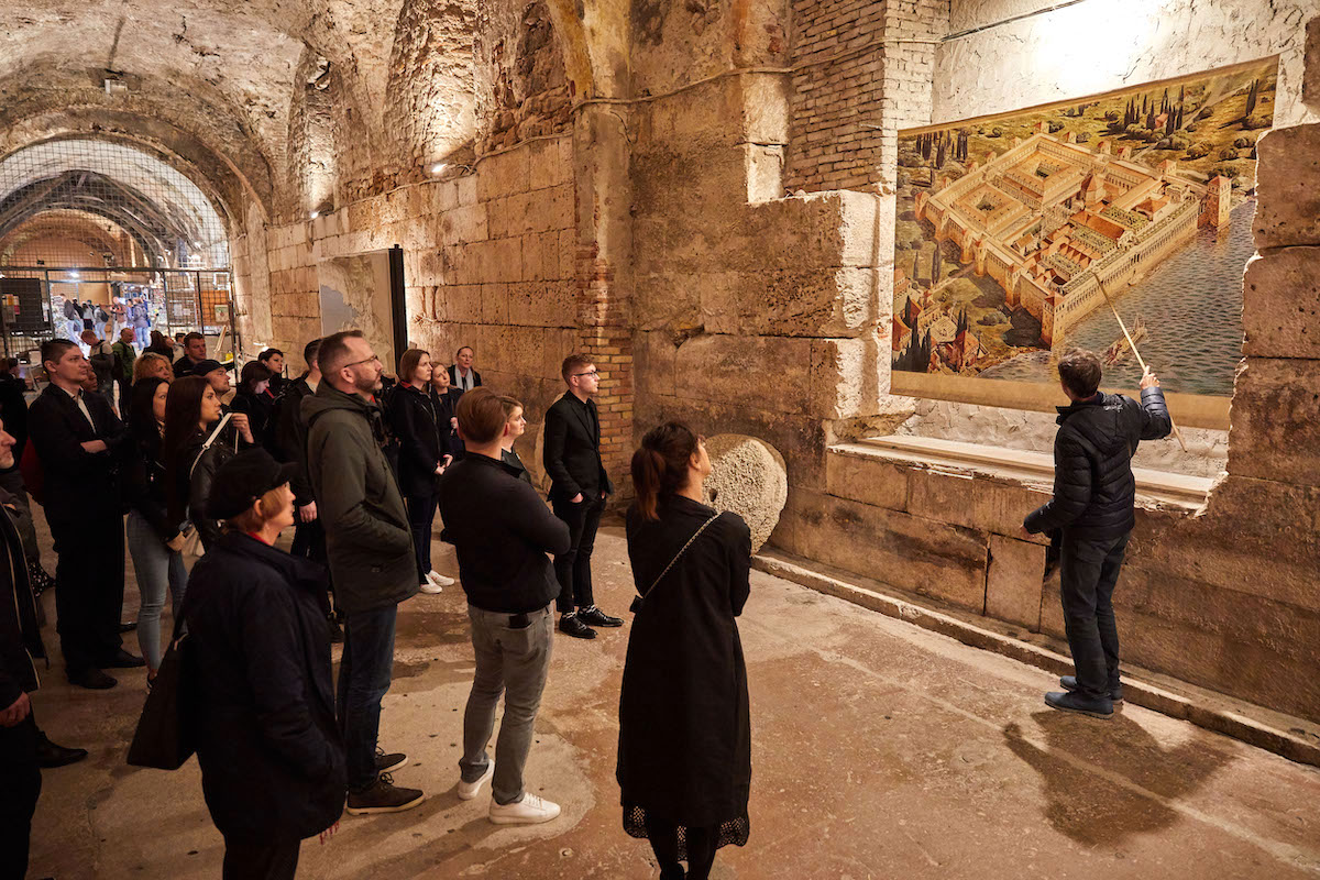 Součástí programu byla návštěva Diokleciánova paláce ve Splitu, kde se točila část Hry o trůny