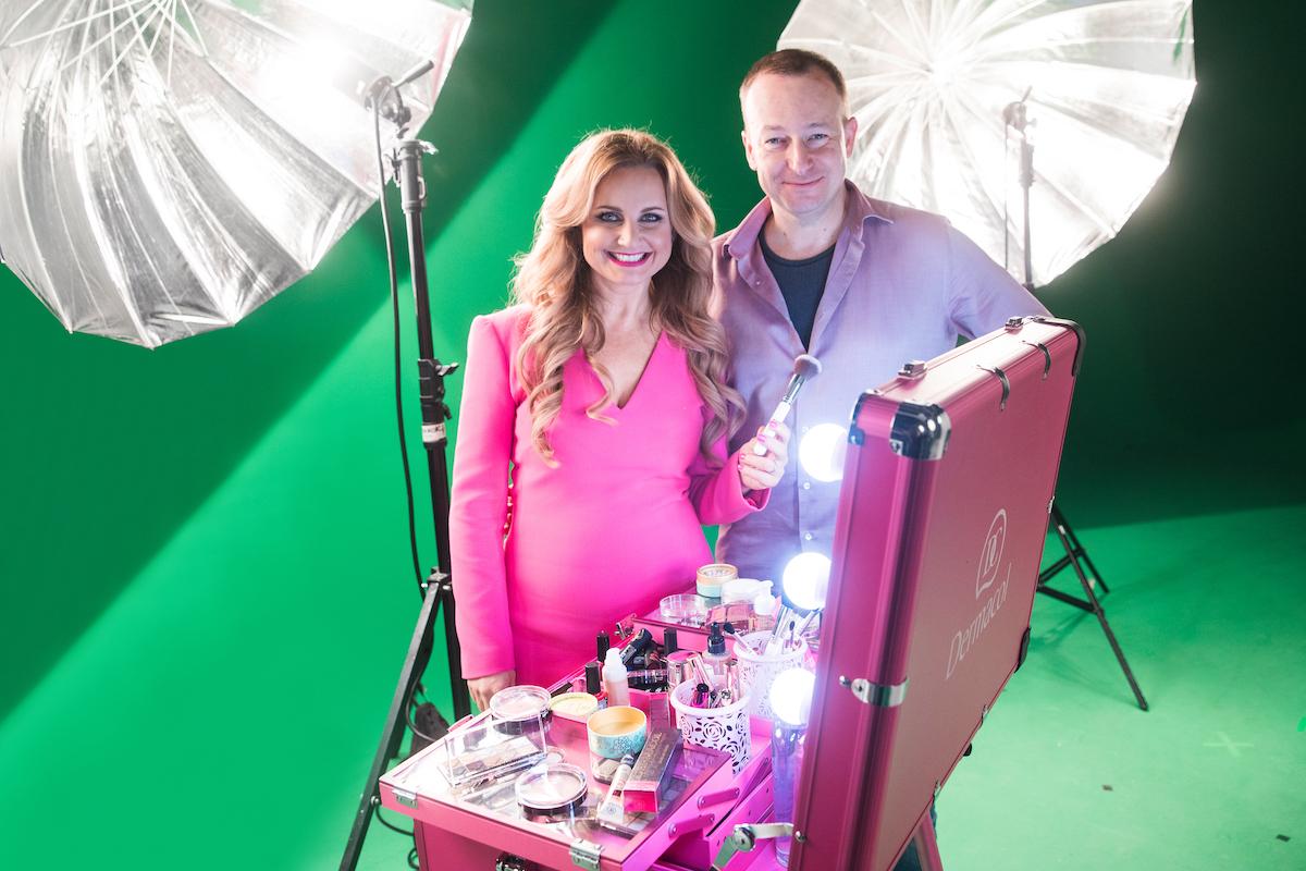 Manželé Věra a Vladimír Komárovi při natáčení reklamního spotu na nový makeup. Foto: Dermacol