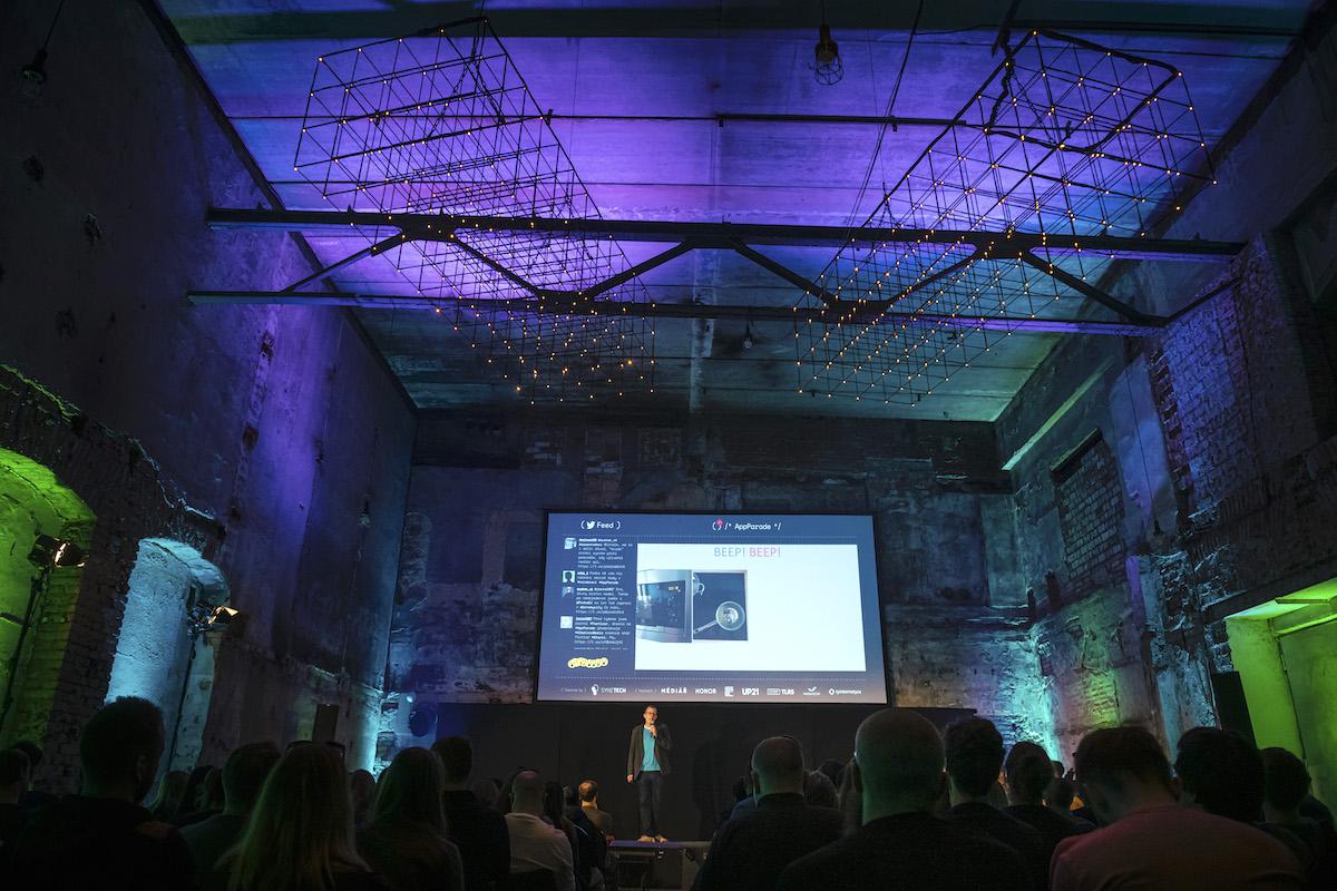AppParade 32 zaplnila halu Uprostřed pražského Vnitroblocku. Foto: Lukáš Wagneter, Red Bull Media House