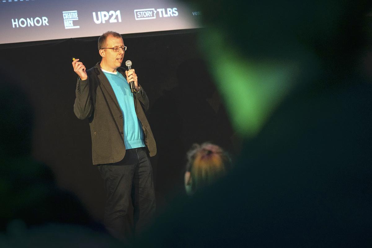 S přednáškou o re-engagementu vystoupil Josef Holý zMSD, zamýšlel se nad psychologickým aspektem a etikou push notifikací. Foto: Lukáš Wagneter, Red Bull Media House