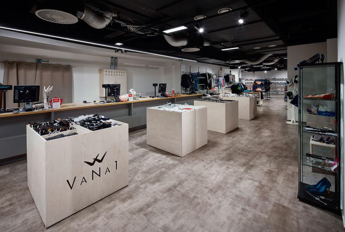 Nový multibrandový outlet VaNa1